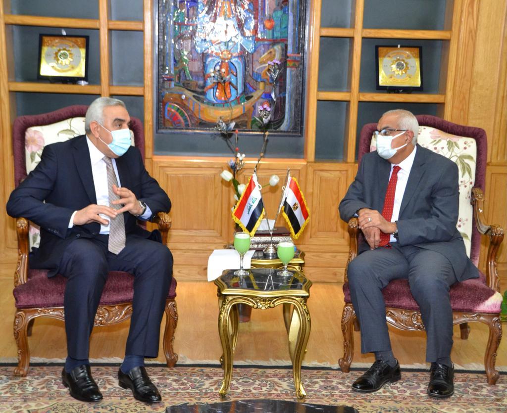 لدعم العلاقات العلمية والثقافية.. رئيس جامعة المنصورة يستقبل السفير العراقي